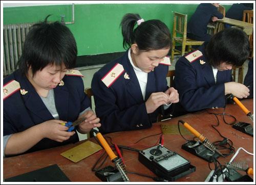石家庄铁路职业技工学校电工实训 机电技术应用(2011年) 中专中技 第2张