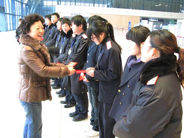 武汉铁路职业技术学院春运期间组织学生到车站实习 教育资讯