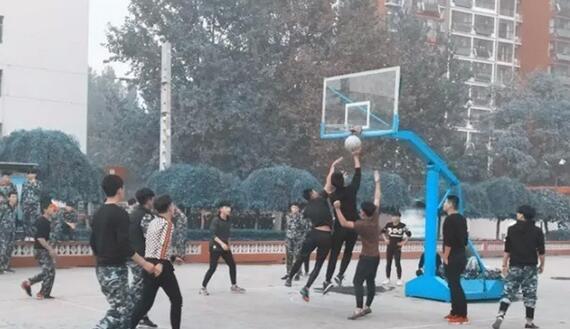 石家庄铁路技校篮球联谊赛 石铁技校重阳献礼 教育资讯 第5张