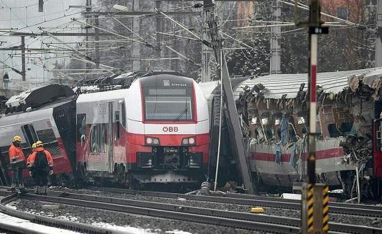 火车撞车 出事啦!奥地利两火车行驶中相撞 石家庄铁路 第2张