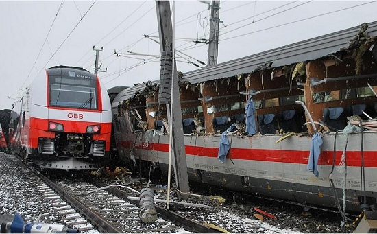 石家庄铁路技校 出事啦!奥地利两火车行驶中相撞 石家庄铁路 第1张