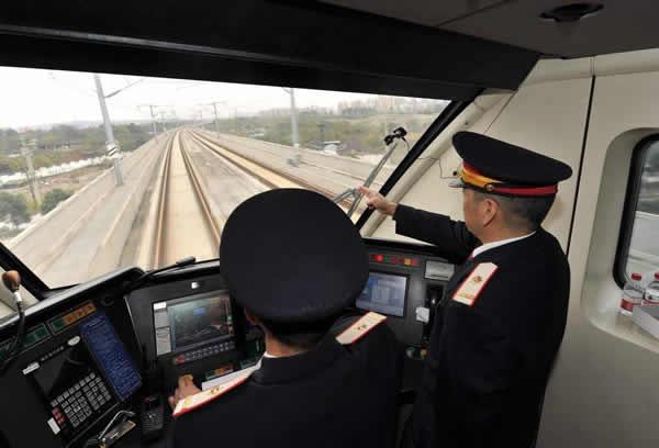 timg.jpg 如何取得火车司机驾驶证 考取铁路司机3个步骤 资料 第1张